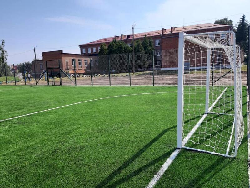 У Хмельницькому продовжують будувати нові спортивні майданчики