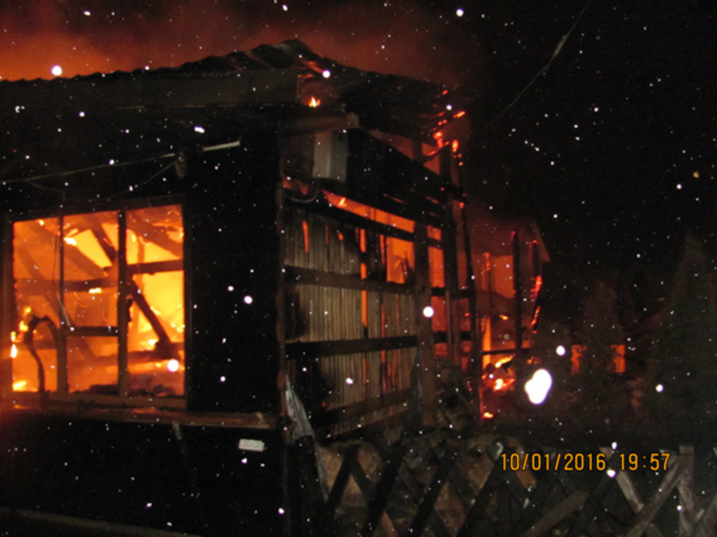 Дерев'яна будівля згоріла повністю