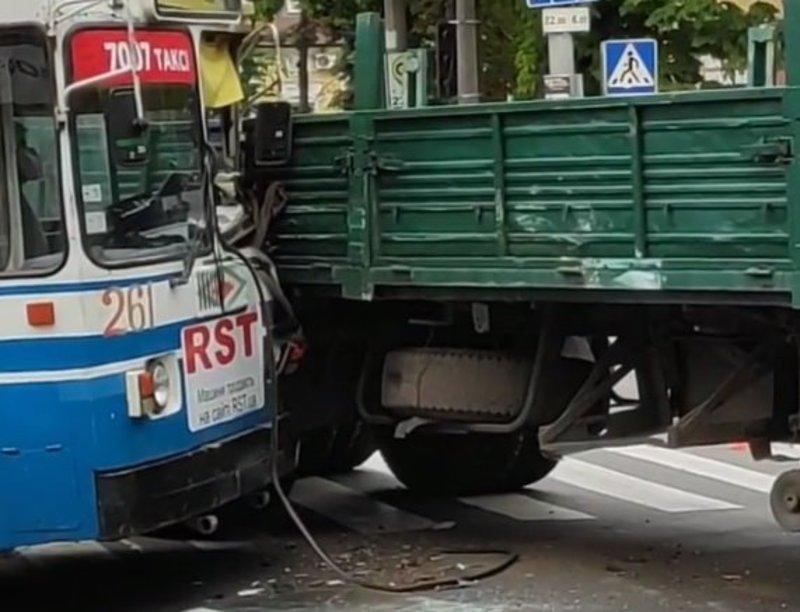 Через аварію у центрі міста виник затор