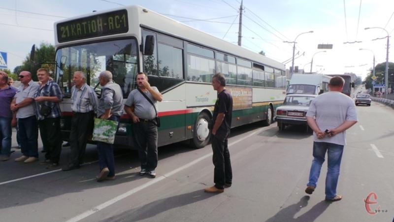Вже з 1 листопада проїзд у хмельницьких автобусах знову коштуватиме 3 гривні.