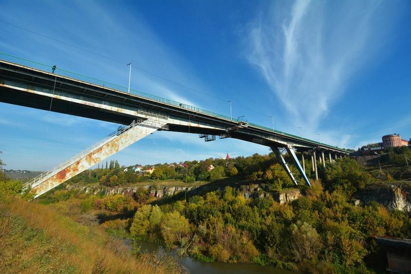 Тіло жителя Новоушицького району знайшли під мостом «Лань, що біжить»