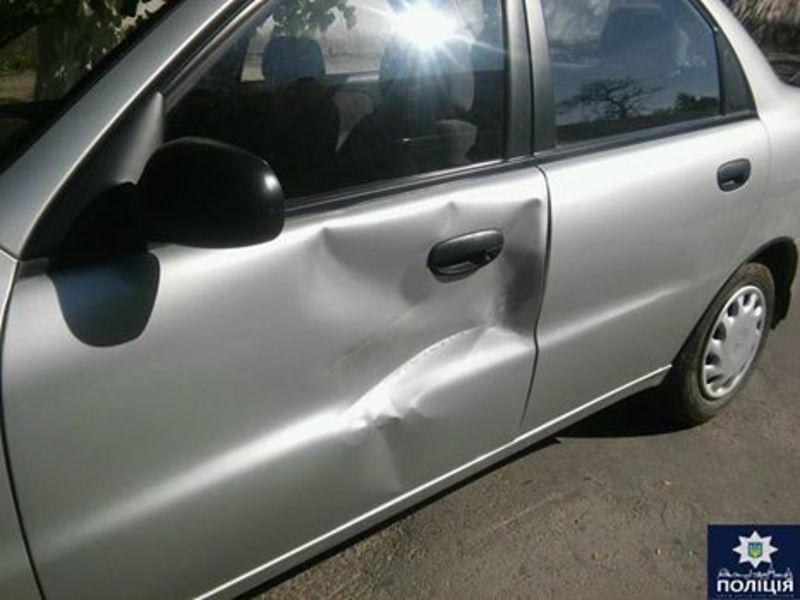 Чоловік пошкодив чуже авто і втік