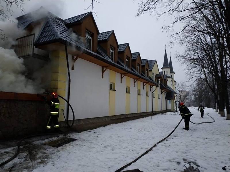 Пожежники ліквідували пожежу, що виникла на території Санктуарія Пресвятого серця Ісуса Христа у Кам'янці-Подільському.