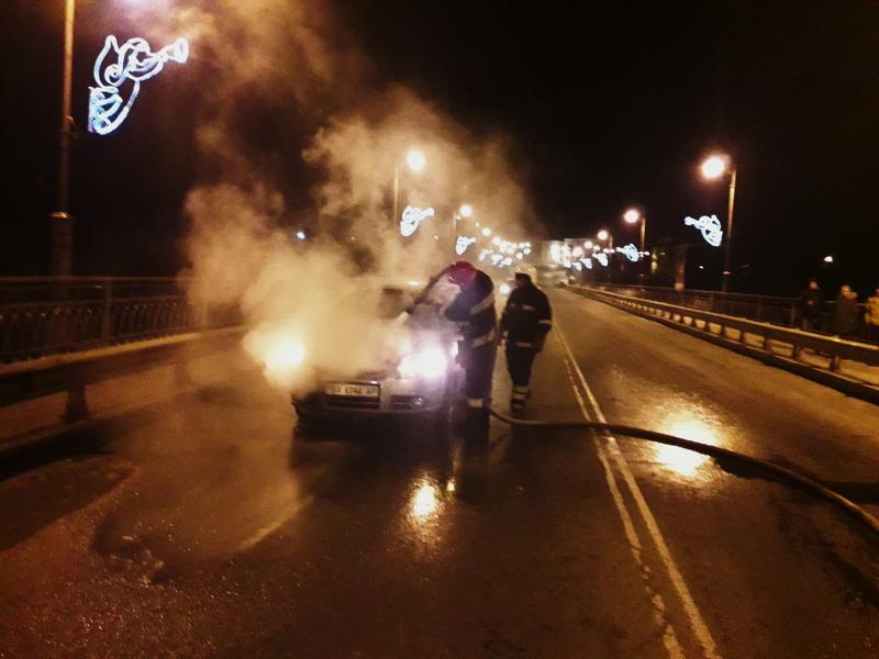 Рятувальники загасили пожежу автівки, яка сталася в Кам'янці-Подільському