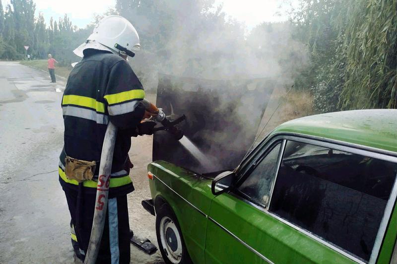 Рятувальникам вдалося швидко локалізувати пожежу автомобіля