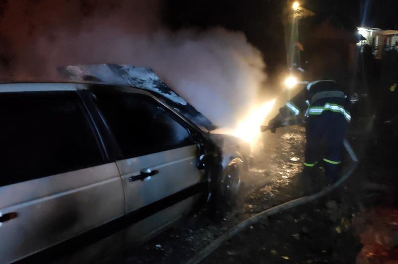 Рятувальники ліквідували пожежу легкового автомобіля