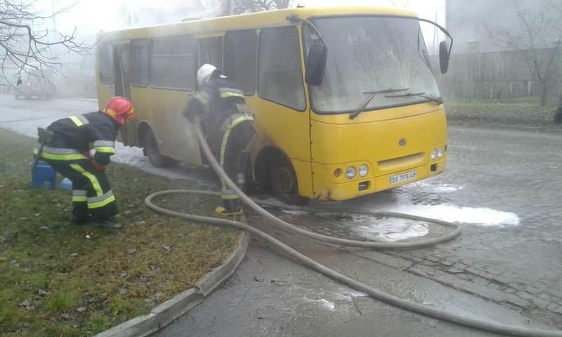 Вогнеборці ліквідували загоряння мікроавтобуса