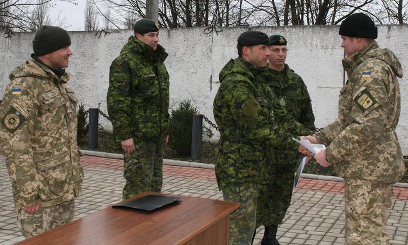 Військовим вручили сертифікати про закінчення курсу