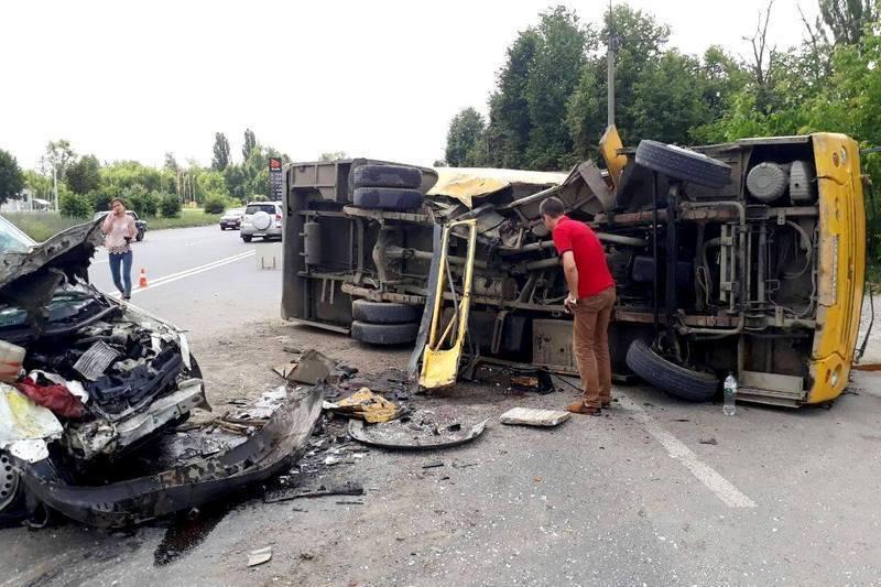 Винуватцем аварії став водій маршрутного таксі