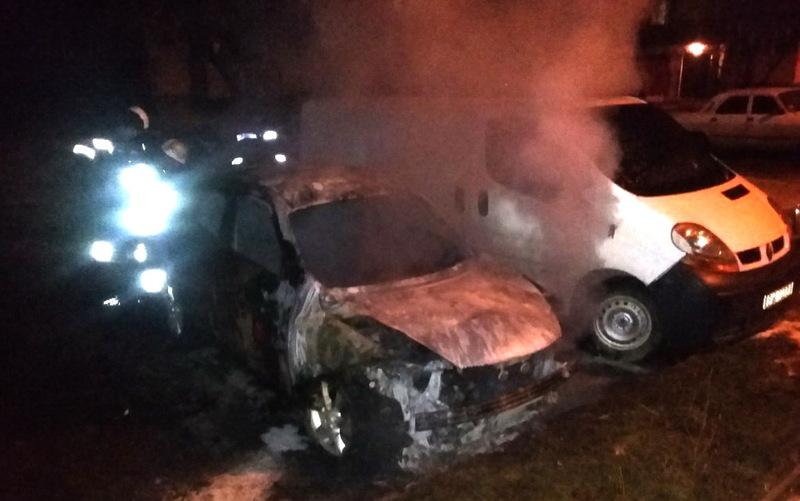 У Кам'янці-Подільському внаслідок пожежі автомобіля Nissan Juke зазнав пощкоджень й інший, який стояв поруч
