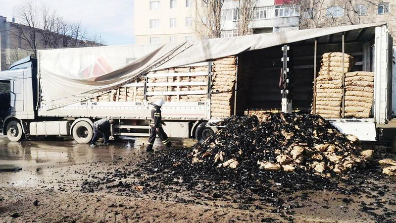 Фура перевозила пакетоване вугілля