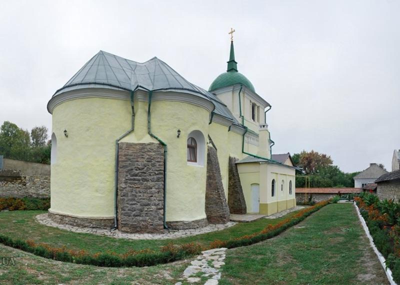Церква святих Петра і Павла є найдавнішою збереженою християнською сакральною спорудою Кам'янця-Подільського