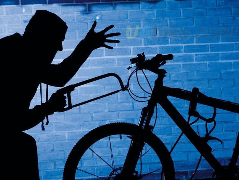 Чоловік вдень оглядав під'їзди, а вночі з них крав велосипеди