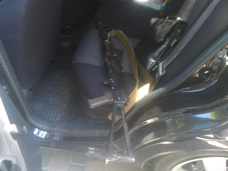 У салоні іномарки знайшли автомат АК-74