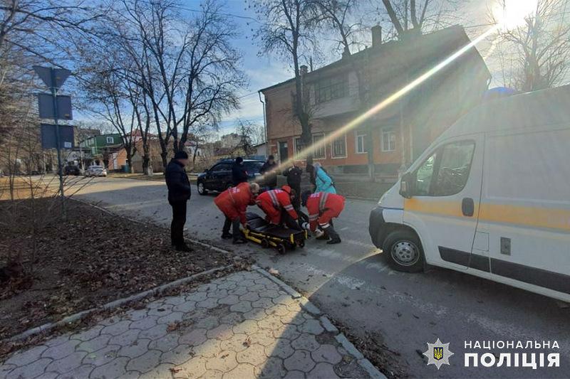 На вулиці Івана Огієнка водій на автомобілі «Шевроле Каптіва» допустив наїзд на 19-річного пішохода