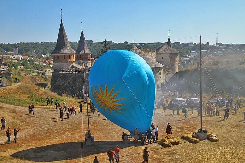 Відомо, що у вересні 1784 року в Кам'янці-Подільському (через рік після братів Монгольф'є у Франції) було здійснено запуск першої повітряної кулі на теренах України