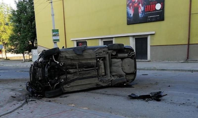 Дві машини зіткнулись поблизу кінотеатру «Дружба»
