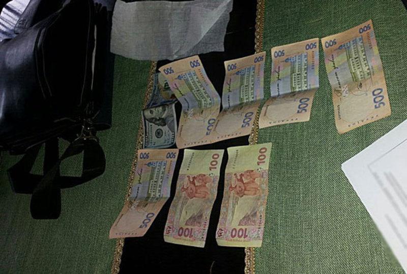 Посадовці отримували від продавців гроші