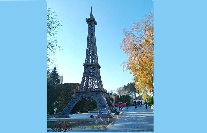 Висота Ейфелевої вежі – 18 метрів
