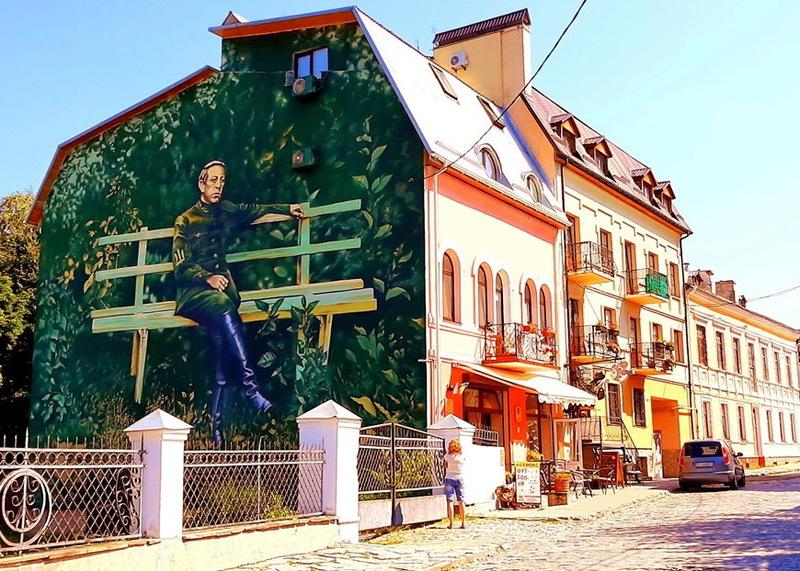 Головного отамана військ УНР Симона Петлюру зобразили з фотографії, зробленої під час його перебування в Кам'янці-Подільському