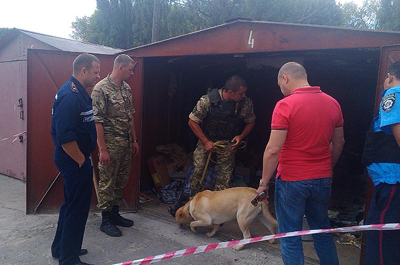 Знайдені у гаражі рештки пластику відправили на експертизу для ідентифікації  предмета, що спричинив вибух