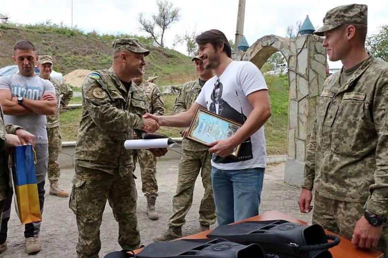До військових саперів Сергій приїхав не з пустими руками