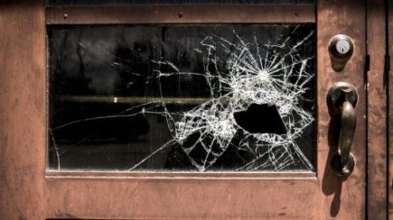 Хлопець проник у житло через розбите вікно