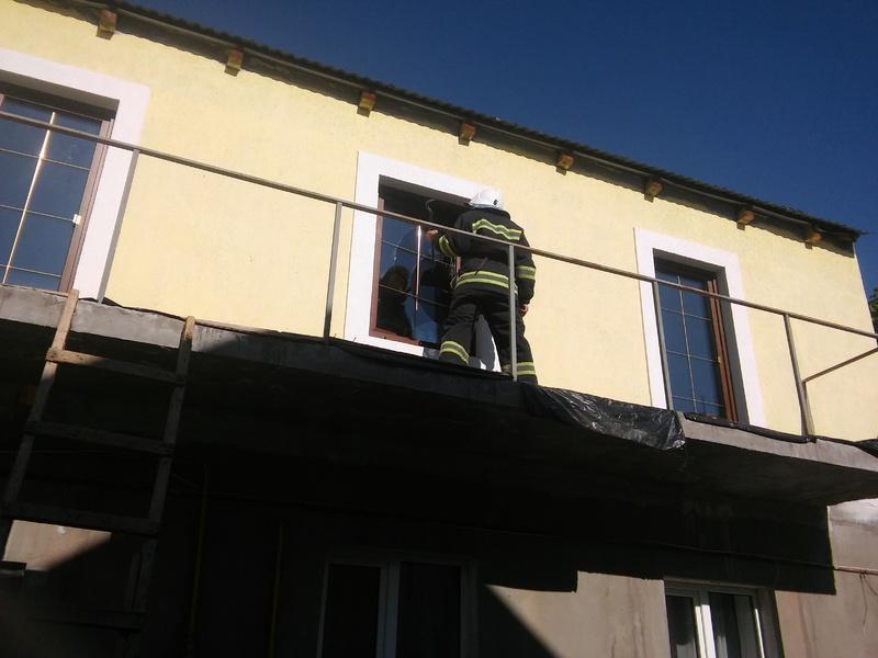 Рятувальники звільнили замкненого у квартирі хлопчика