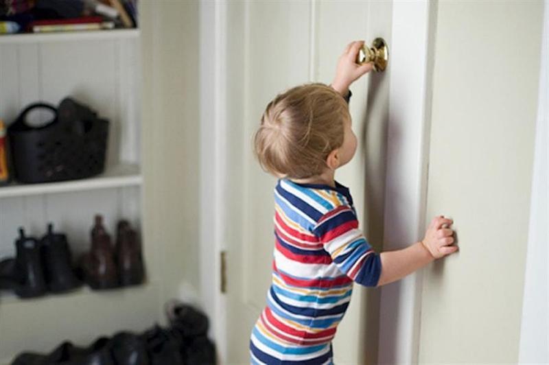 Дворічний хлопчик зачинився в квартирі