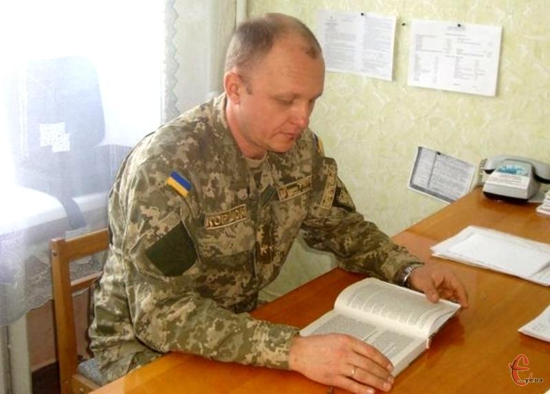 Пропонують відзначити і командира військової частини А 2738, полковника Віктора Коршка