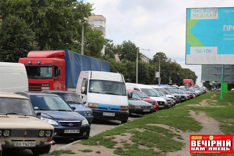До традиційного трафіку додалися великогабаритні автомобілі, які відтепер рухаються через центральну частину міста
