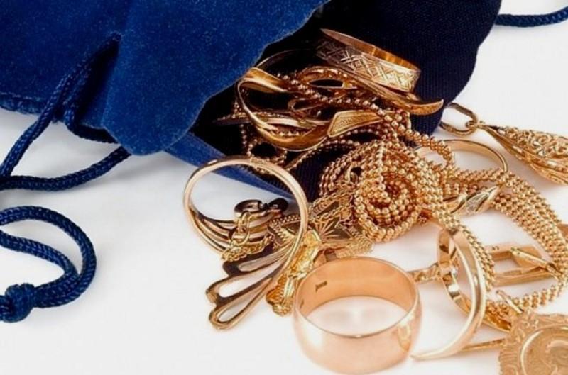 Шахрайка виманила більше тисячі гривень і золоті прикраси