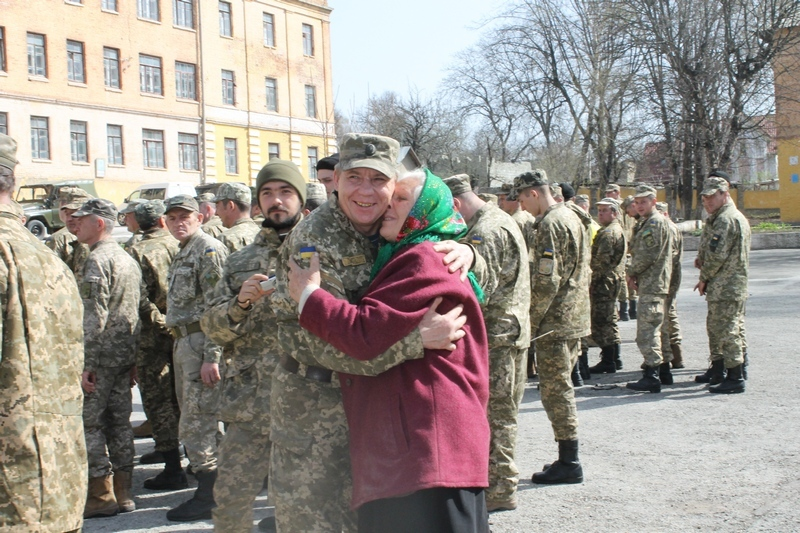 Військових зустріли рідні