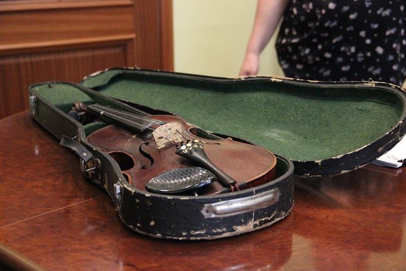 Скрипку виготовив у 1920-1930 роках невідомий чеський майстер