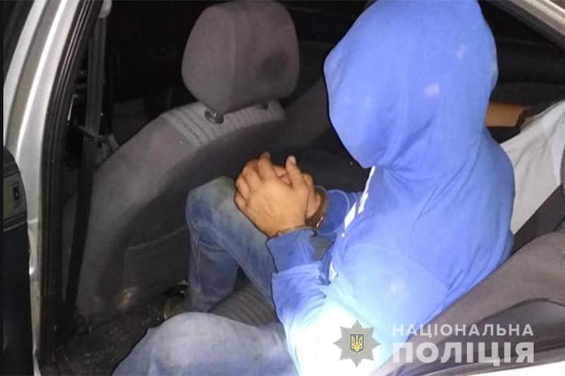 У Кам'янець-Подільському районі поліцейські оперативно затримали грабіжника