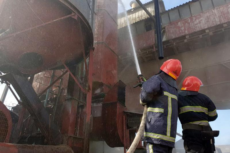 Рятувальники ліквідували пожежу зерносушарки