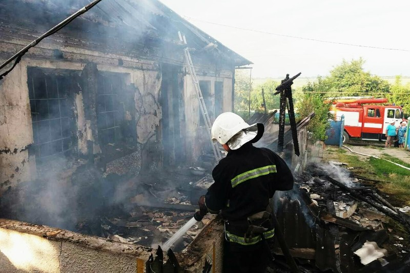 Будинок згорів повністю