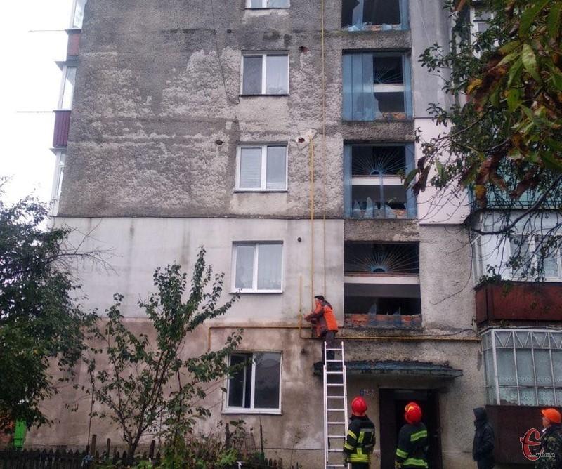 Внаслідок вибуху вибито скло у деяких вікнах будинку