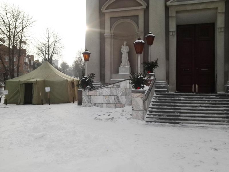 Пункт обігріву розгорнули на території римо-католицького храму