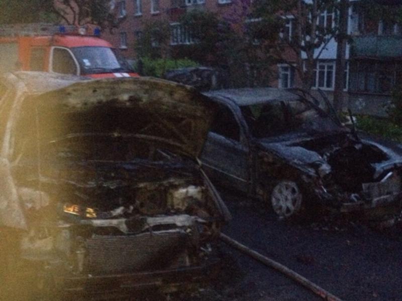 Вогонь з однієї автівки перекинувся на іншу