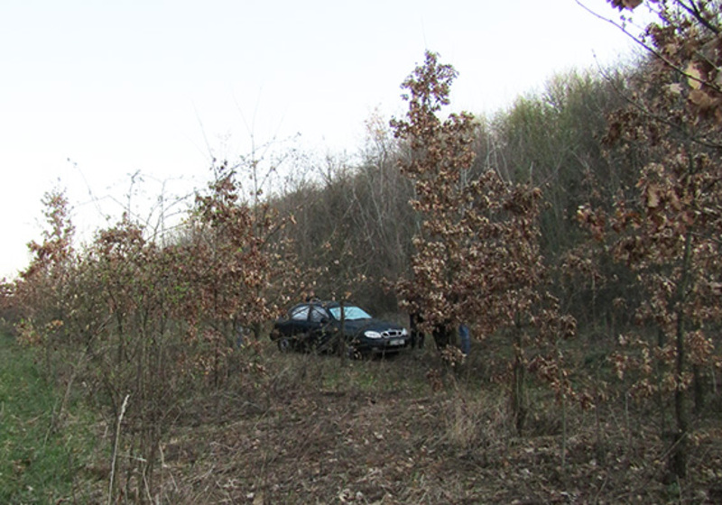 На відстані у 30 кілометрів був захований автомобіль, на якому таксував чоловік