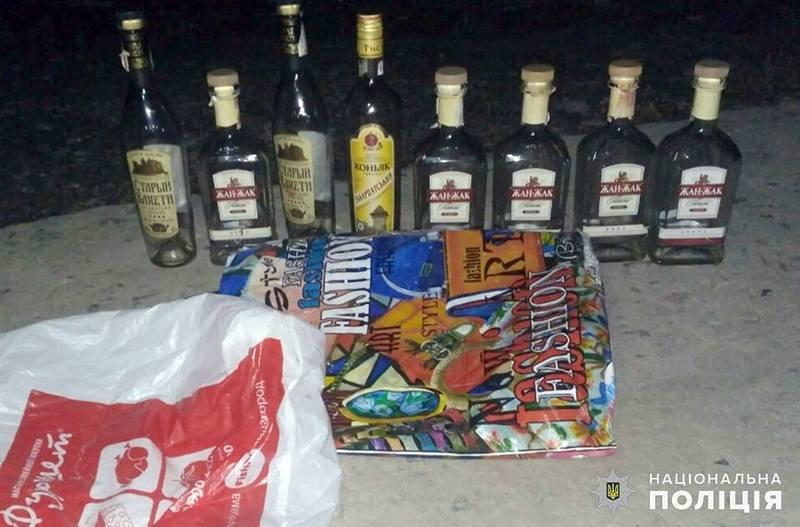 Підозрювані викрали з кафе не лише гроші, а й алкоголь