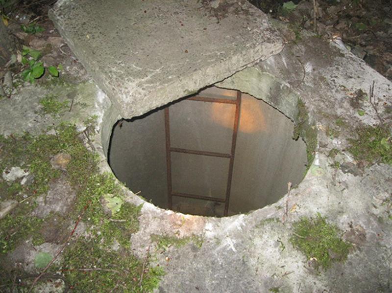 Щоб приховати скоєне, зловмисник скинув скалічену жінку до каналізаційного люку