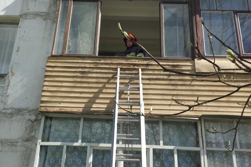 Під час ліквідації пожежі у квартирі вогнеборці врятували 41-річного власника