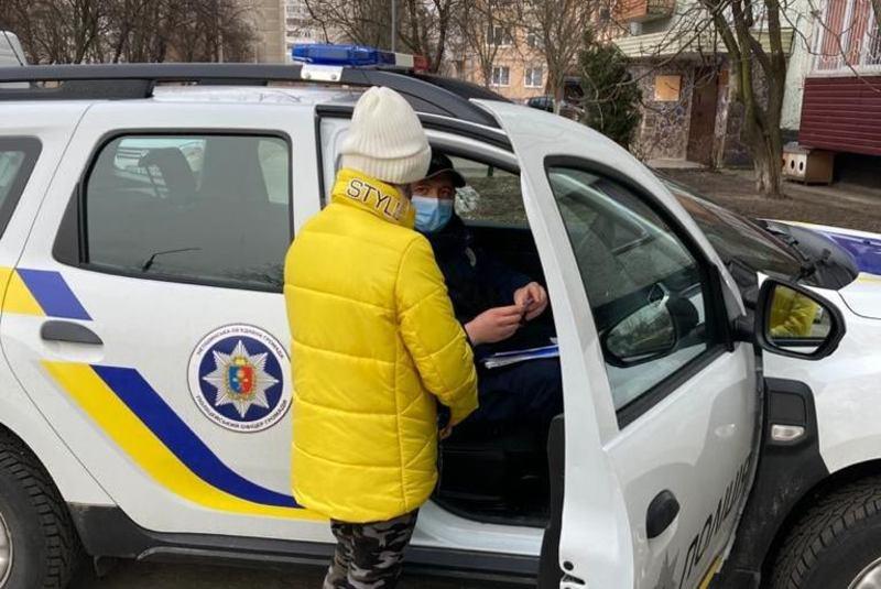 За отруєння 12-річної дівчини алкоголем поліцейські офіцери громади притягнули до адміністративної відповідальності її повнолітню подругу та матір