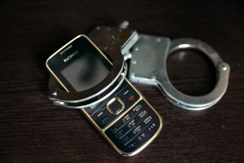 У Нетішині 20-річний хлопець відкрито викрав у місцевого мешканця мобільний телефон