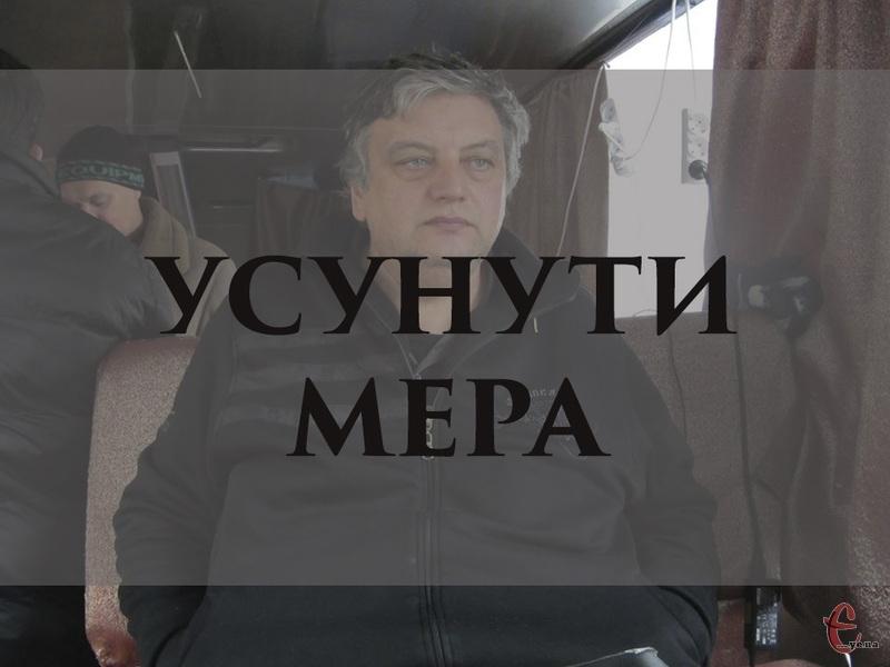 Для того, щоб висловити недовіру меру Нетішина Олександру Супрунюку, необхіден був 21 голос депутатів Нетішинської міської ради. Більше трьох бажаючих не знайшлося