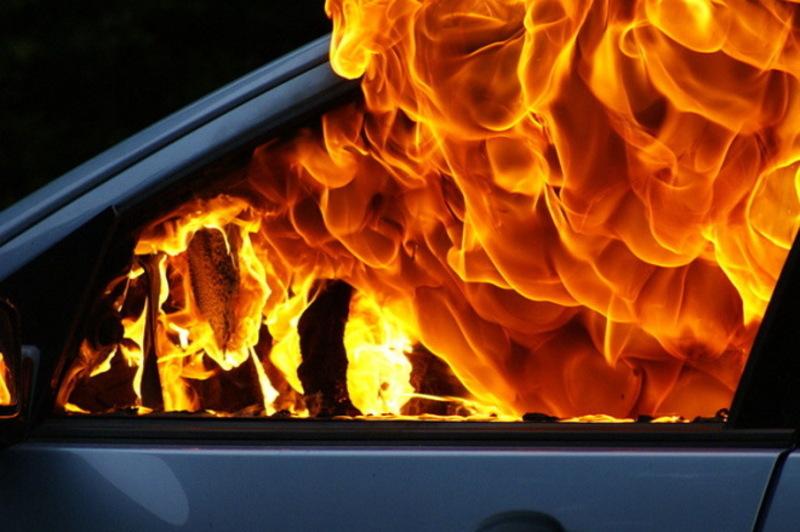 Причину пожежі автомобіля ще встановлюють