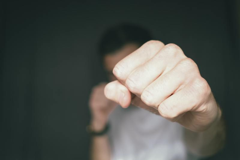 За грабіж, поєднаний з насильством, неповнолітнього позбавили волі на 4 роки