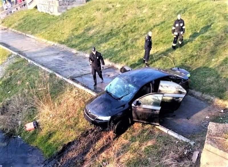 Поліцейські встановлюють обставини дорожньо-транспортної пригоди, що відбулась у місті енергетиків